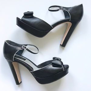 """Black Leather """"Luci"""" Bow Heel - 8.5"""